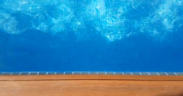 bazén povrch kaustiky vlnění jako mořská voda a tok s pohybem vln