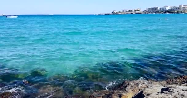 trópusi karibi strand tenger sziklák strand, nyaralás, pihenés és