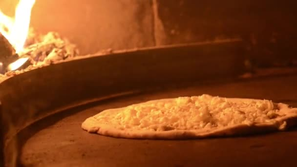 vaření pizza v peci