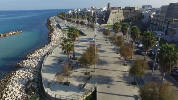 Mola di Bari město a nábřeží