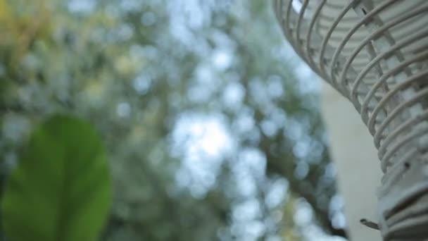 Lampade A Sospensione Allaperto : Sospensione della candela del metallo che ondeggiano vento all