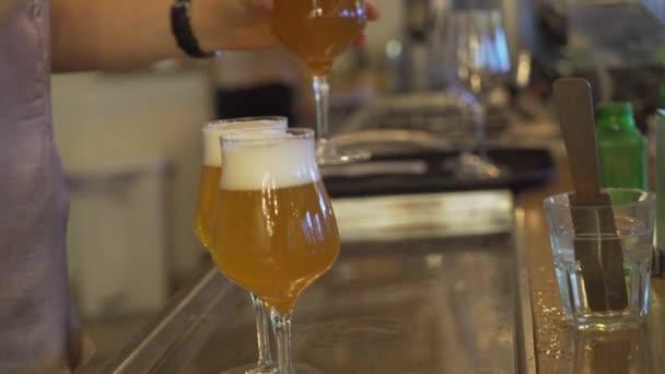 Csapos pohár sör hordó sör öntés