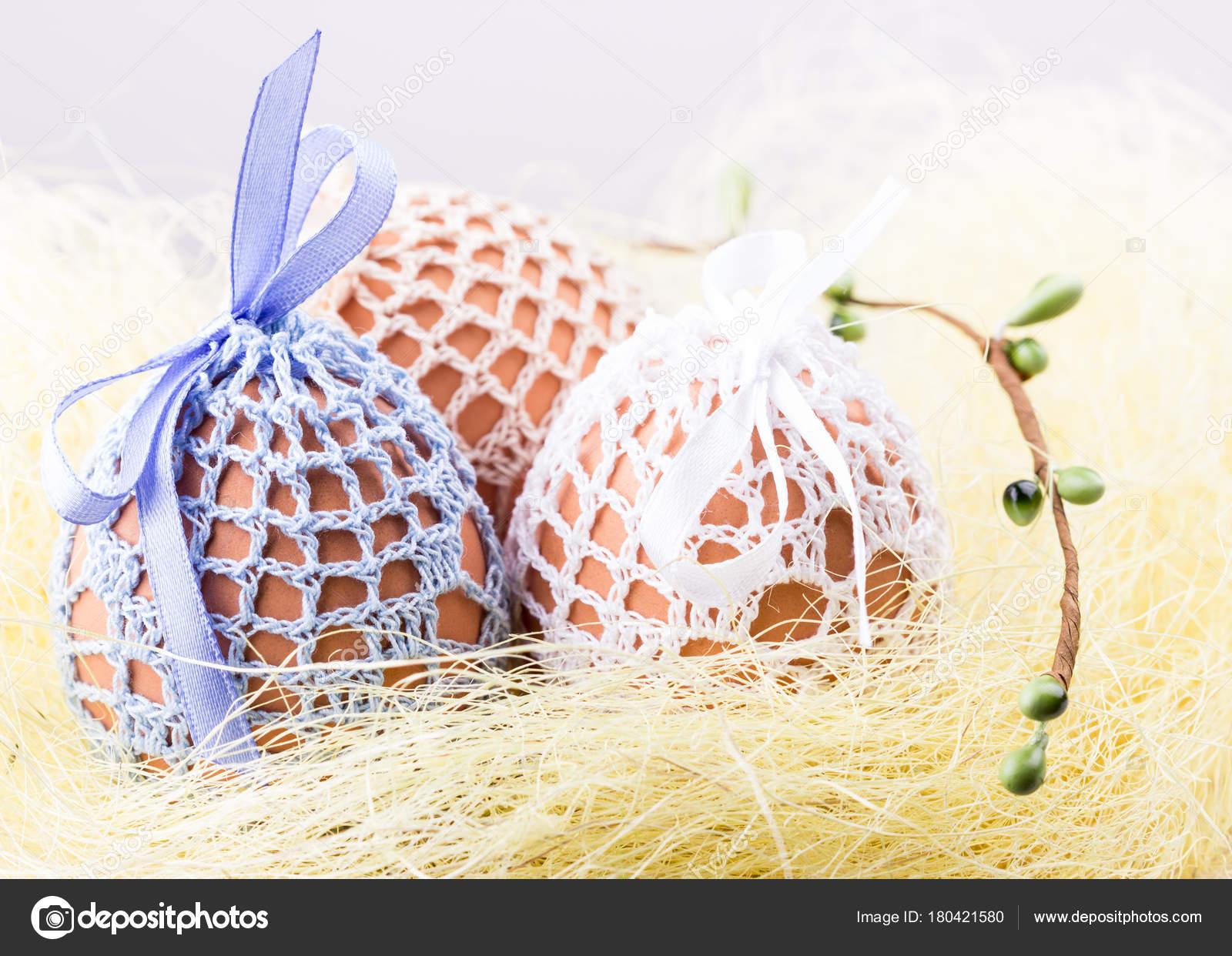 01774a3be9 Svátek Velikonoční Vejce Pletené Tašky Domácí Žlutá Hnízdo Jarní Výzdobou —  Stock fotografie