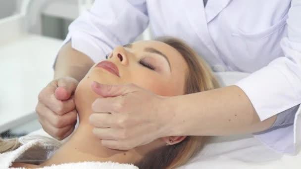 Kosmetička masáže zákazníků