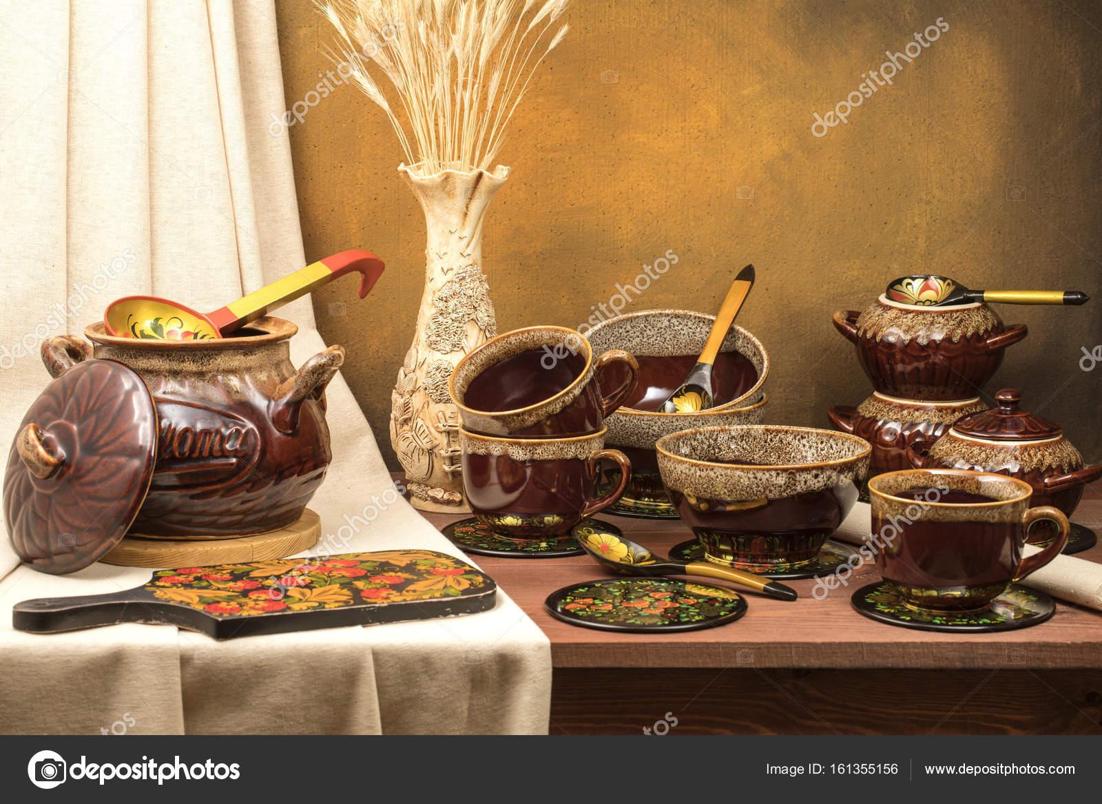 Panela De Barro Com Copos Canecas E Vaso Com Orelhas Stock Photo C Vladimir196157 161355156