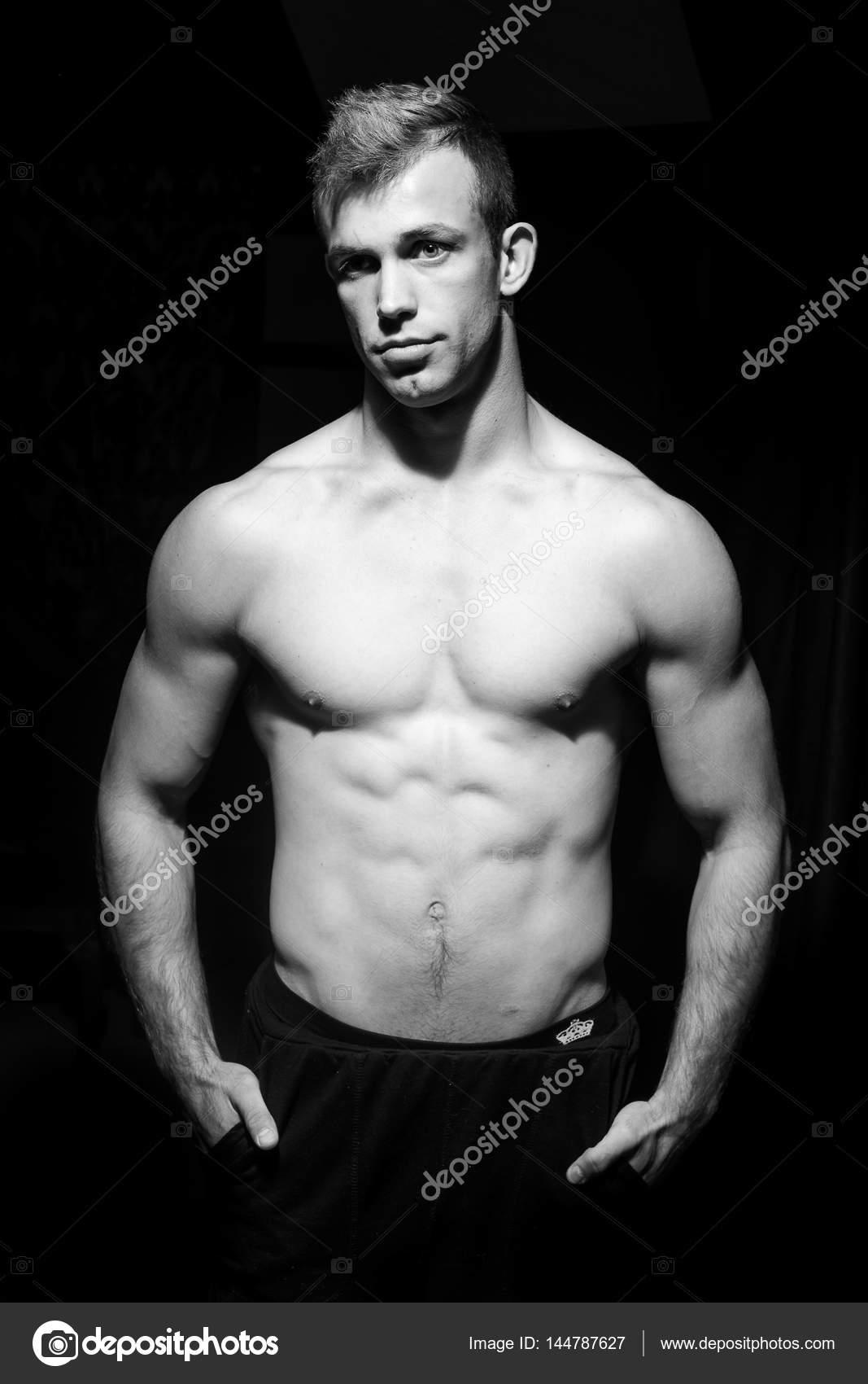 nahé mužskej fitness modely