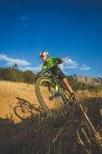 Fotografie na horském kole rychlosti z kopce