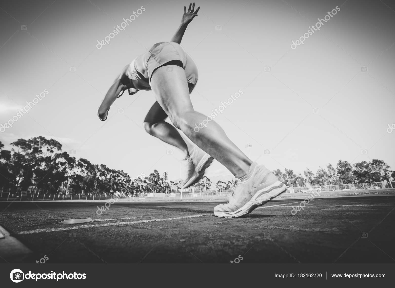 haute couture le plus en vogue guetter Athlète Modèle Piste Femme Fitness Sprint Sur Une Piste ...