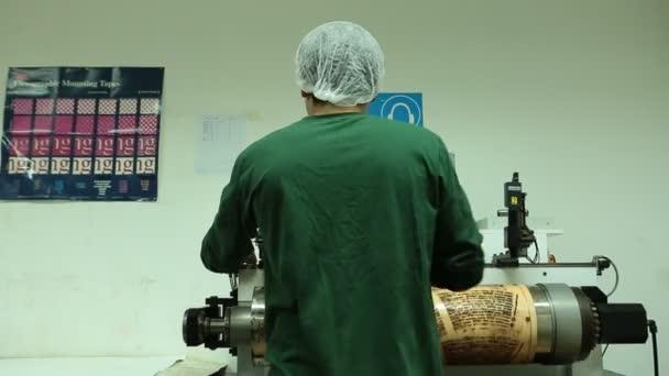 Tovární tiskařský lis