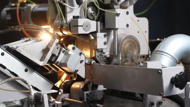 Jaro dělat stroj v továrně