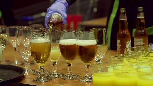 Szakadó sör csészék, poharak