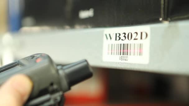 Scansione casella etichette in magazzino