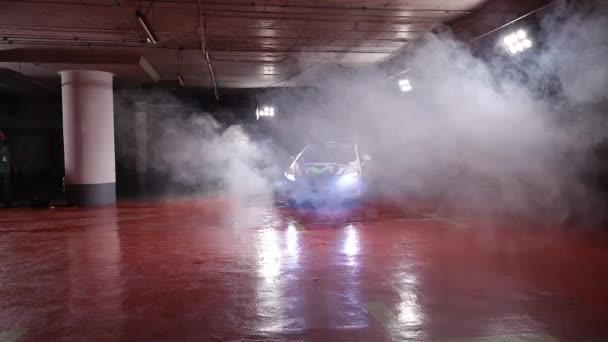 Egy képlet egy autó forog