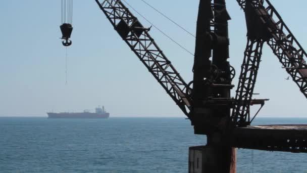 Ocean s háčkem lodě a mola