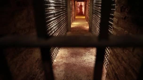 Vinný sklep prostřednictvím kovové tyče