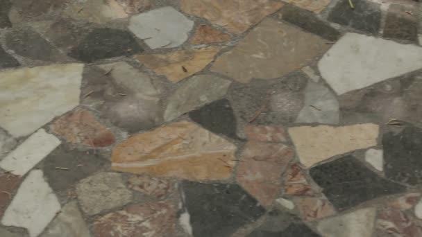 Mozaikové podlahy v nádvoří