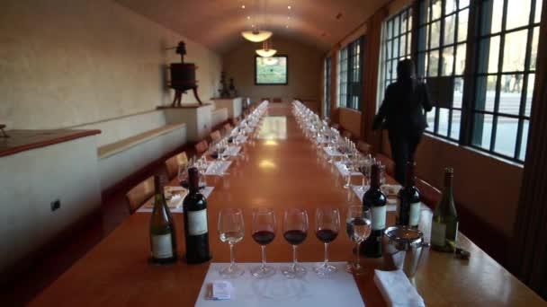 tavolo di degustazione di vini