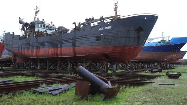 A seaport rozsdás hajók