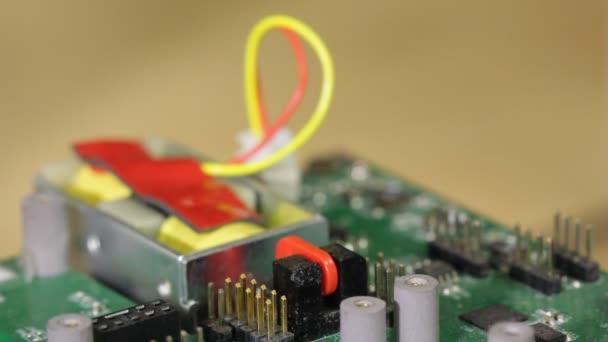 elektronické obvody základní desky