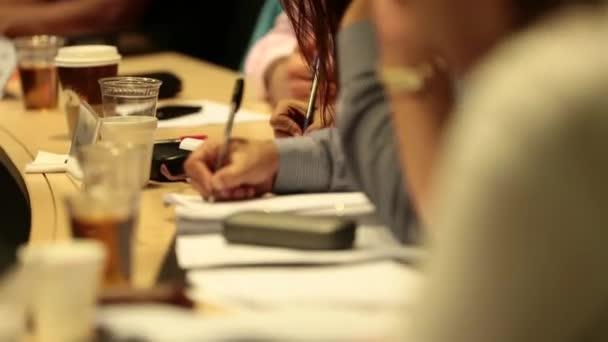 A résztvevők írjon megállapítja a notebook