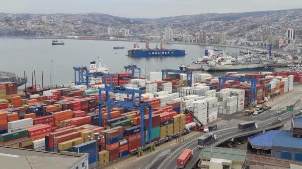 Jeřáby v práci v přístavu
