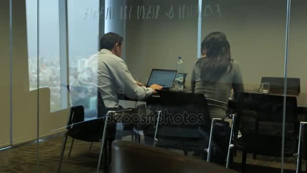 Lidé na úřadu setkání