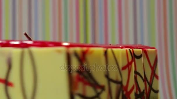 dort s čokoládovou desky na straně