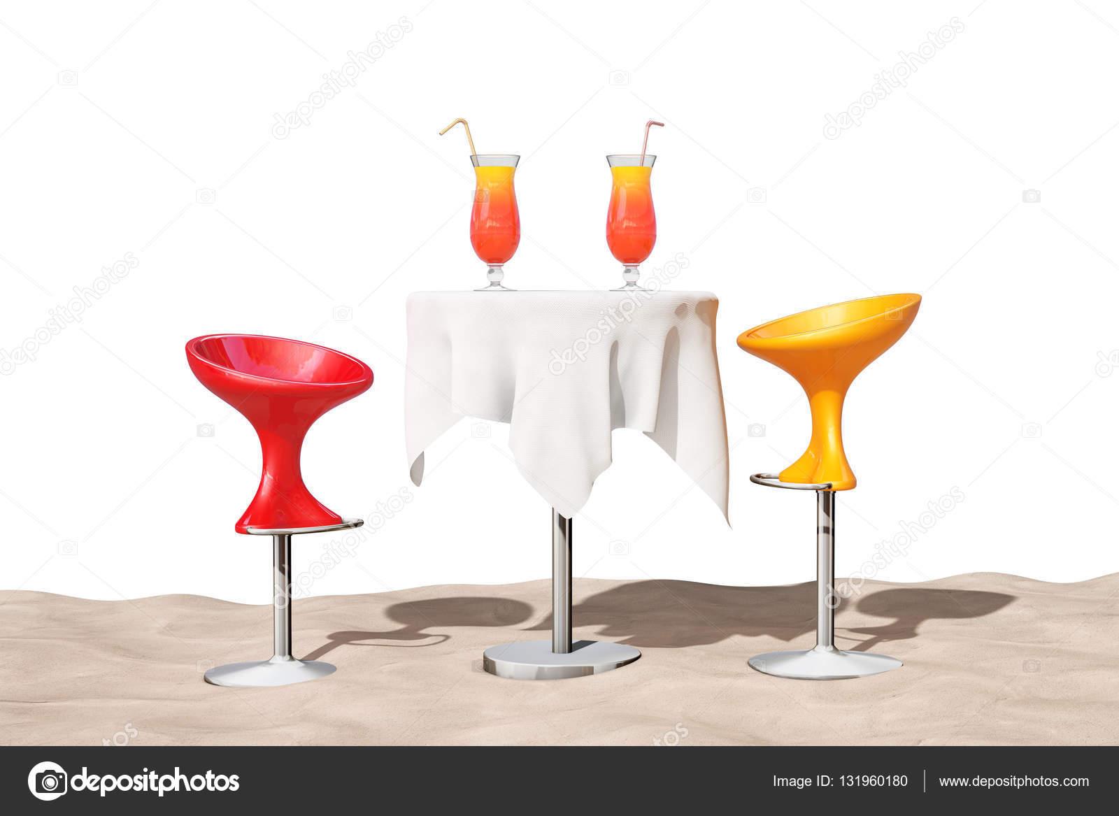 Taburetes modernos junto a la mesa con rojo cócteles tropicales en ...
