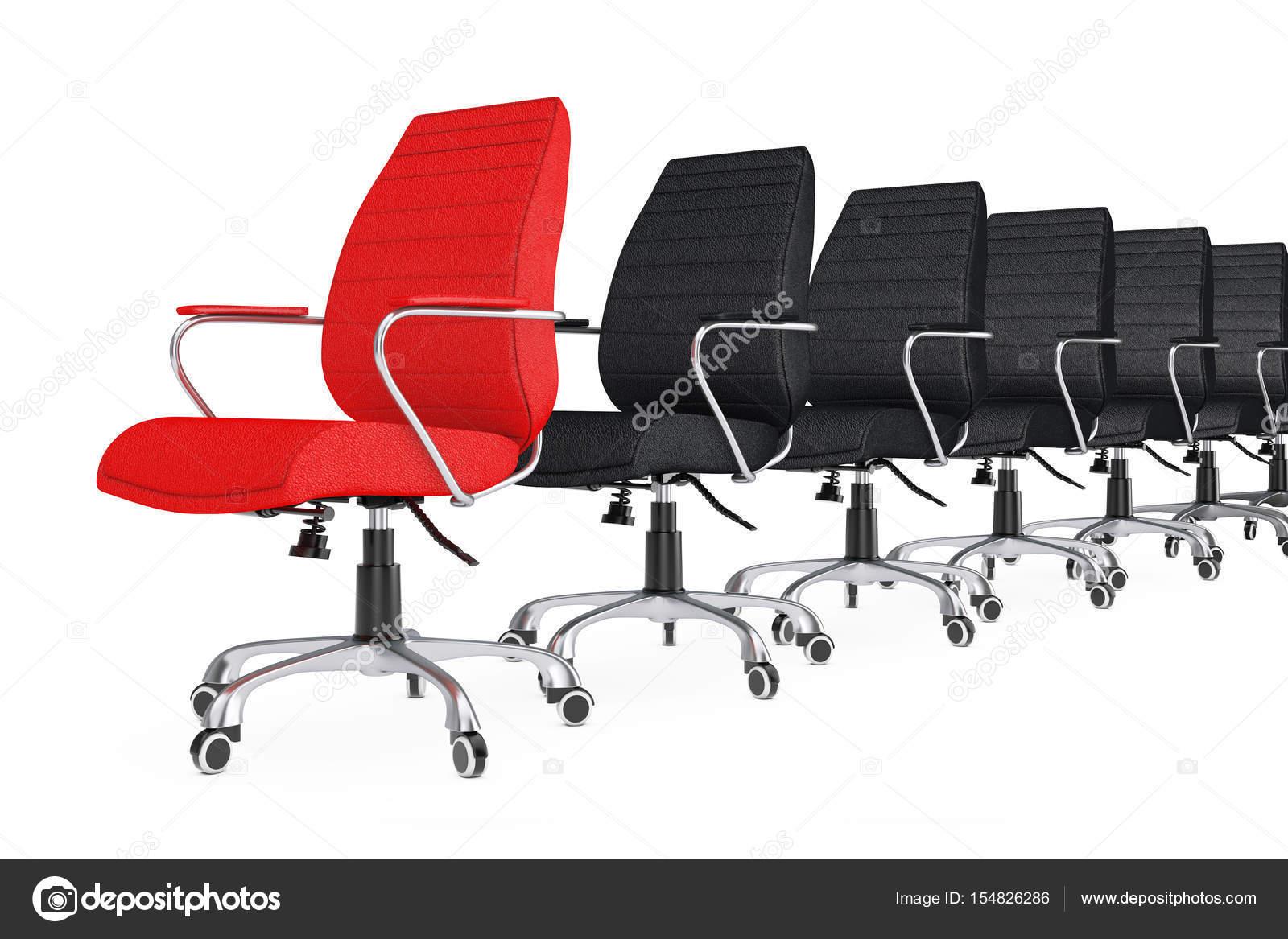 Червоний шкіра бос офісні крісла як лідера у ряді чорний стільці — стокове  фото 579c83b5f38f3
