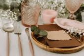 Shabby chic svatební dekorace stolu