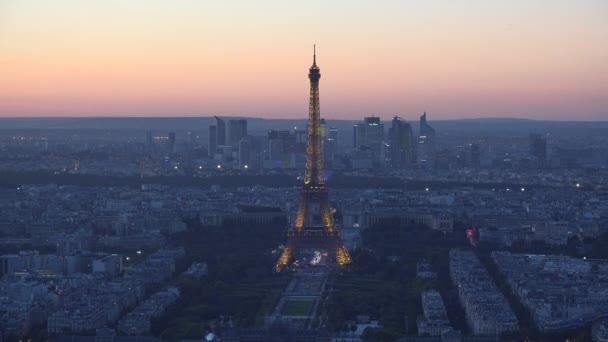 Nádherná Paříž noční pohled na město, osvětlené Eiffelova věž