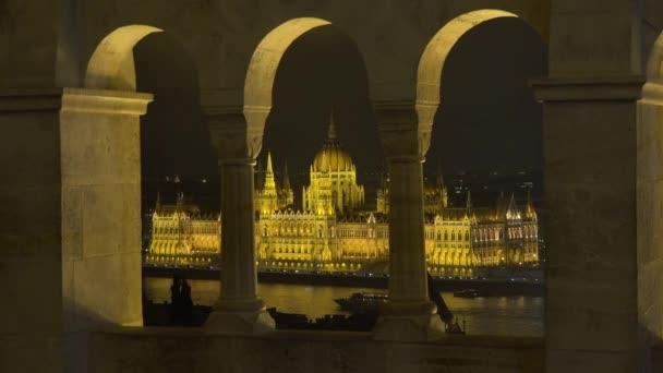 Magyar Országgyűlés látható a Halászbástya Budapest este