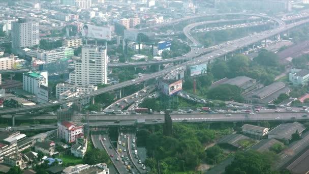 Letecký pohled na horní panorama dálnice výměnu provozu v Bangkoku, Thajsko