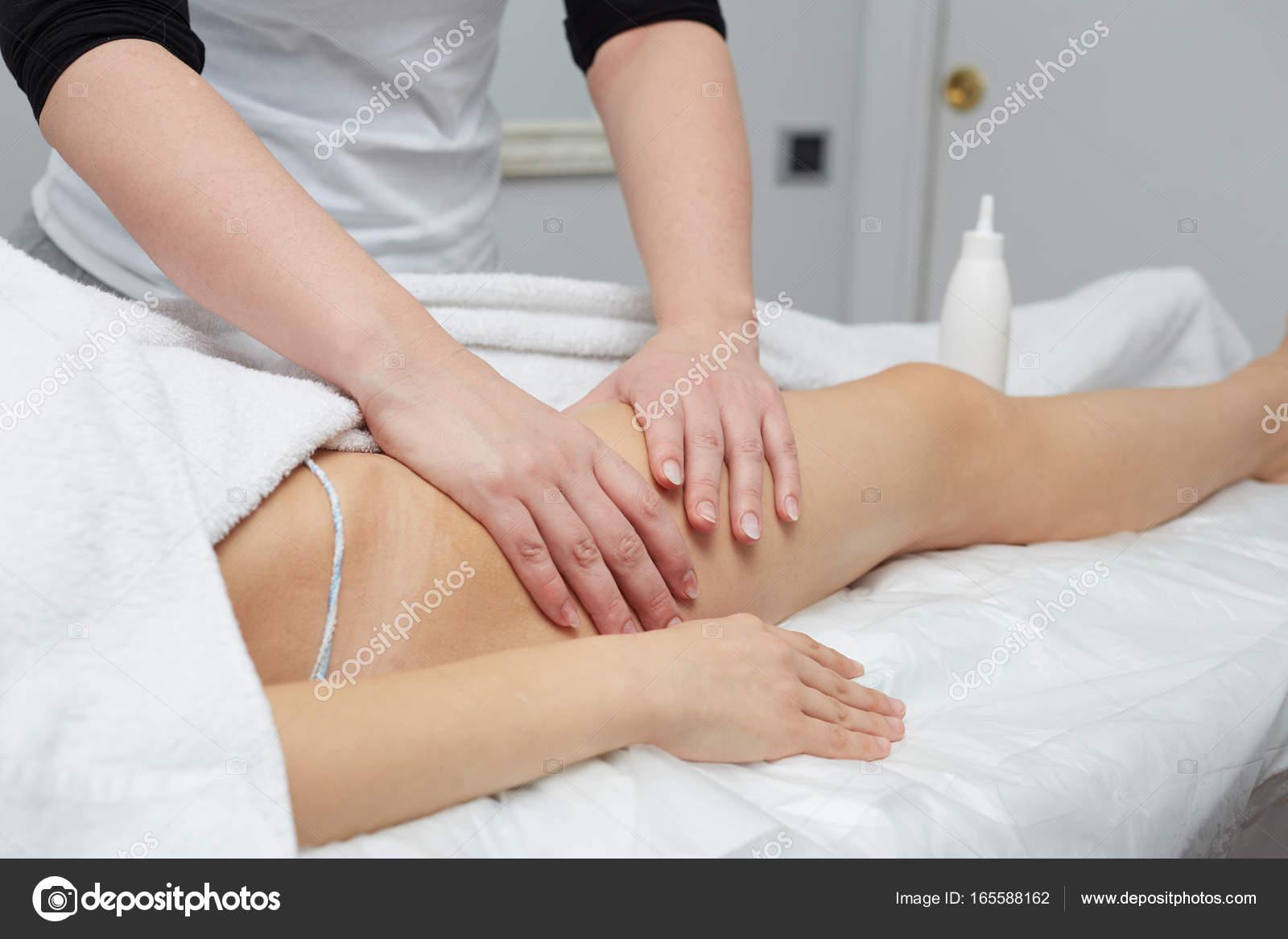 Массаж на спине девушке эротический массаж для девушек ростов на дону