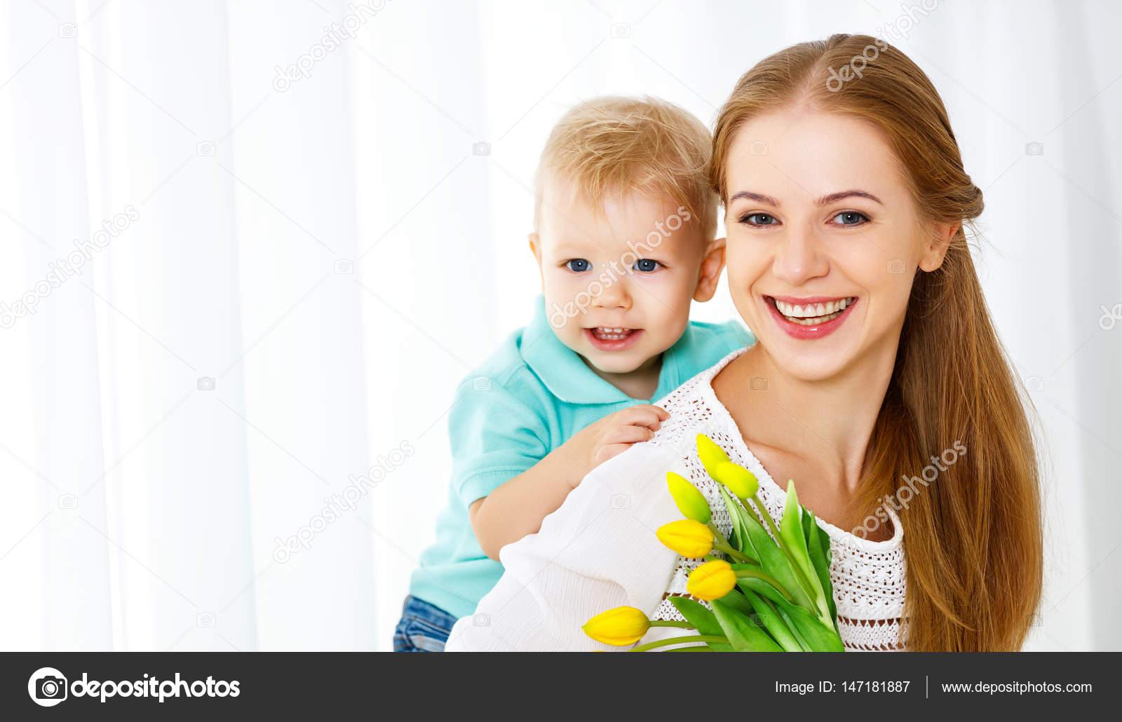 Сын заигрывает с мамой