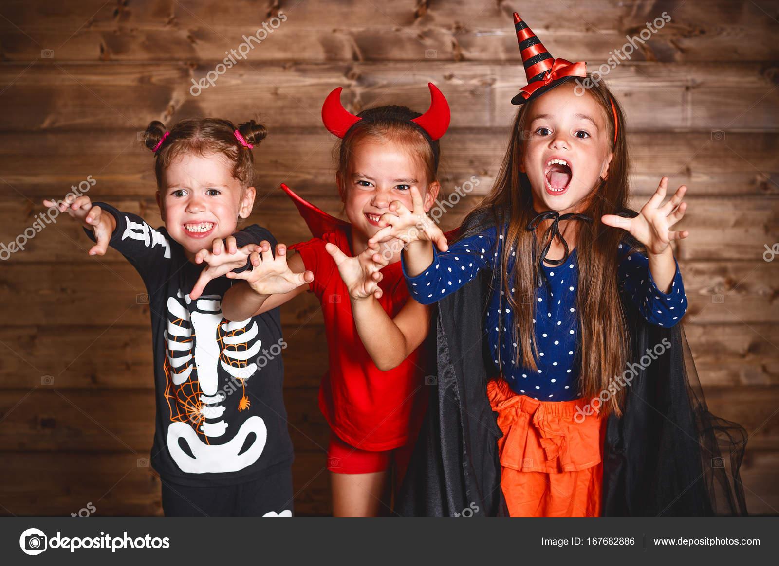 Halloween Gruppo.Festa Halloween Gruppo Divertente Bambini In Costumi Di Carnevale