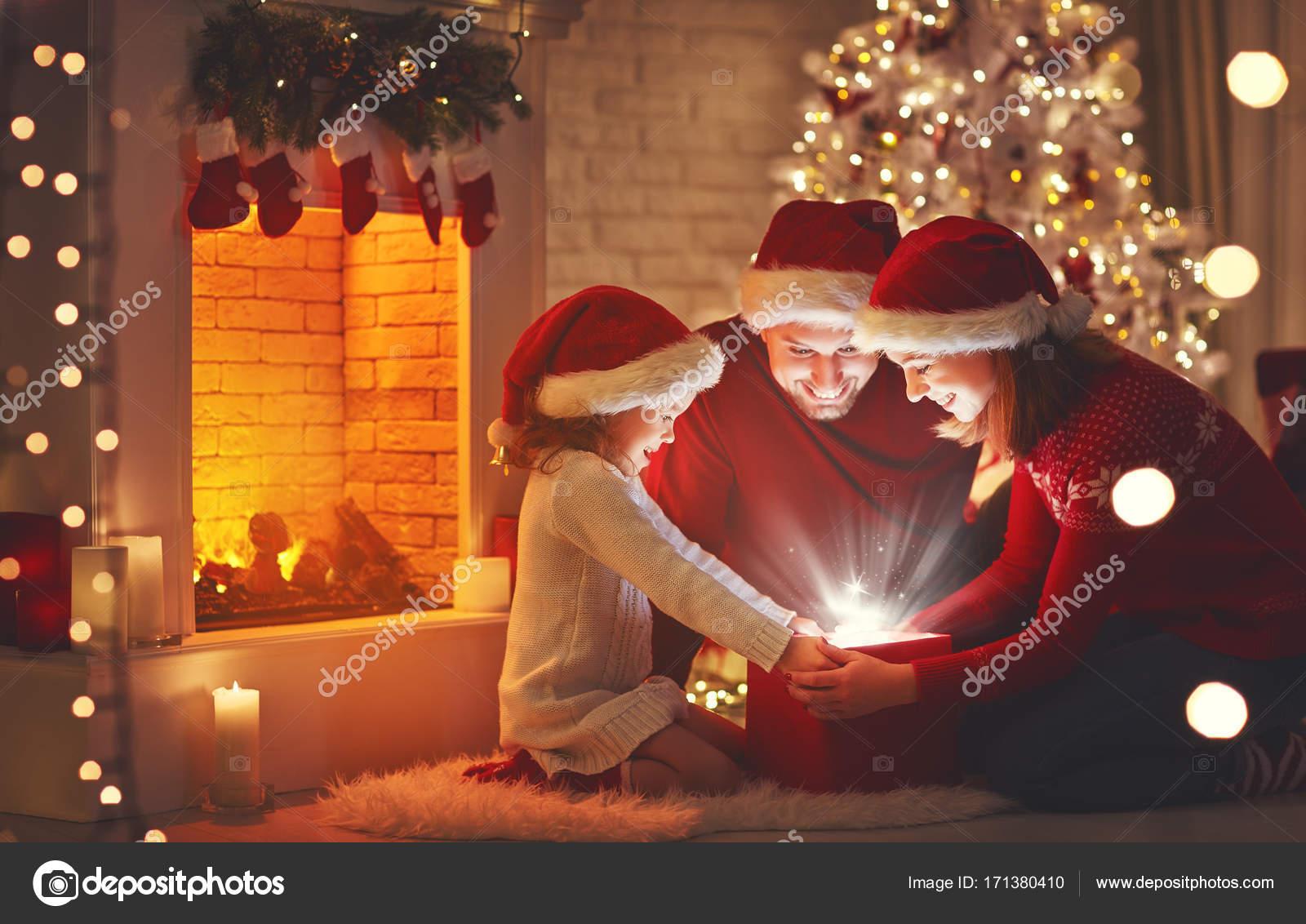 Frohe Weihnachten Familie.Frohe Weihnachten Glückliche Familie Mutter Vater Und Kind Mit