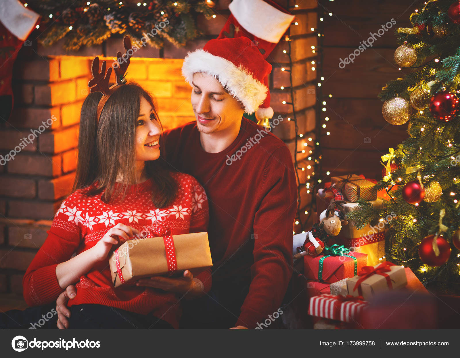 Merry Christmas Family.Merry Christmas Family Couple With Magic Christmas Gift