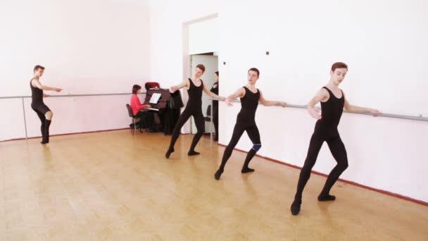 Dance próba közelében balett barre