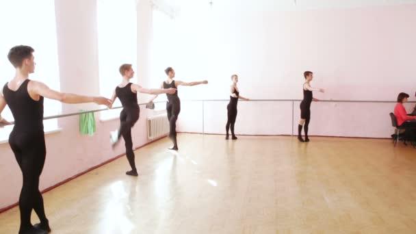 Tanzprobe in der Nähe der Ballettscheune