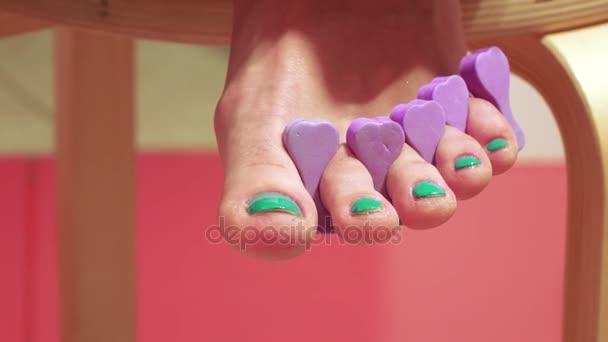 Pedikúra z malé nehty na nohou