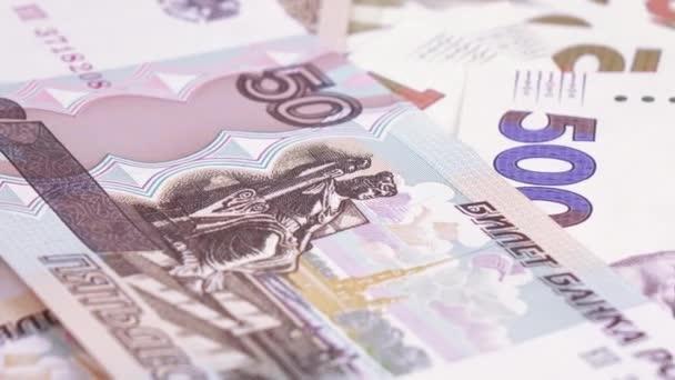 Různé poznámky hřivny a rublů