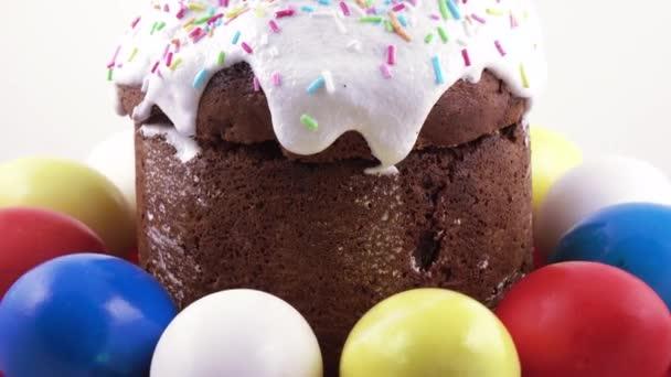 Velikonoční dort a malovaná vajíčka
