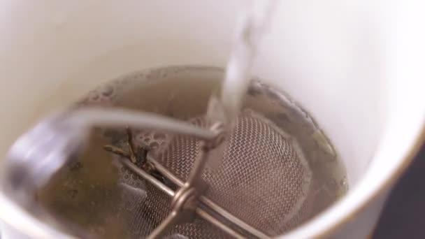 Sör, zöld teáskanna