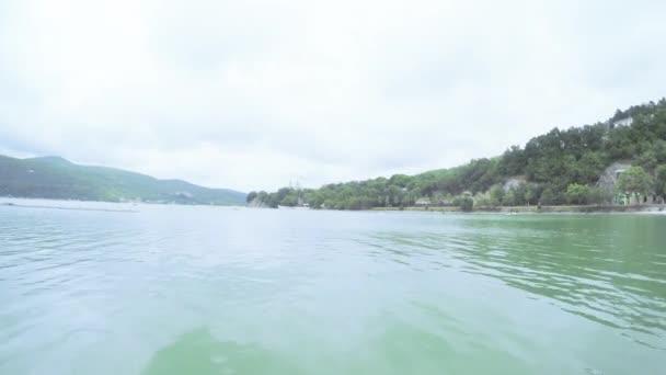 Dívka v moři altán