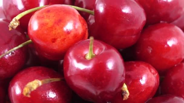 Berries of sweet cherry