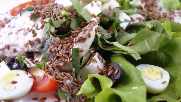 Různé salát na listech salátu