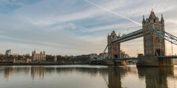 Otevírání Tower bridge časová prodleva