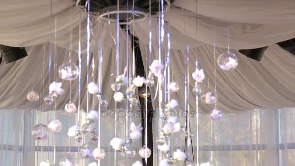 Verlichting decor, lamp. glaskralen. glaskralen hangen aan het ...
