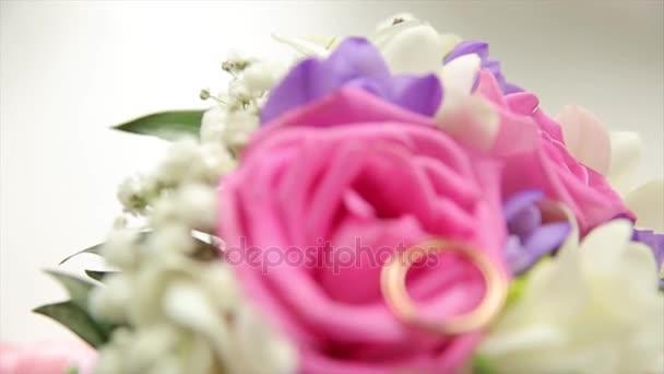 Brautstrauß Rosen. Braut Strauß am Hochzeitstag. Bouquet von ...